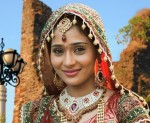 I want to play a serious role in films: Sara Khan