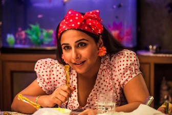 Vidya's 'Ghanchakkar' fashion puts designer in dilemma