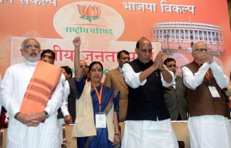Modi hogs limelight at BJP meet, may be taken into parliamentary board