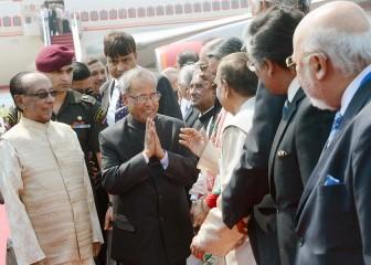 Pranab meets Hasina for talks in violence-hit Bangladesh
