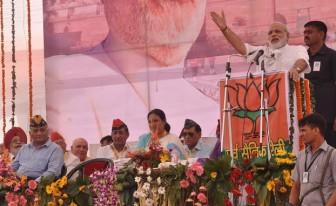 PM aspirant Modi seeks change in Pakistani attitude, Delhi 'sultanate'