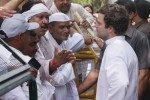 Rahul Gandhi meets farmers ahead of 'Kisan-Khet-Mazdoor' rally